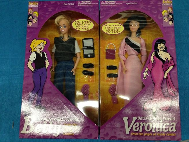 Betty-and-Veronica-dolls-Playing-Mantis